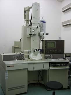高解析度穿透式電子顯微鏡